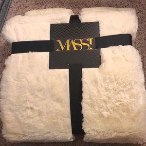 NWT Faux Fur throw blanket